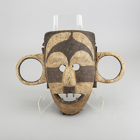 A pongdudu boa mask from kongo.