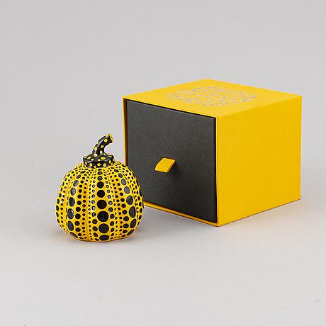 """Yayoi kusama, objekt/multipel, """"pumpkin"""", utgiven av benesse holdings inc., naoshima, japan, 2013. stämplad på undersida."""