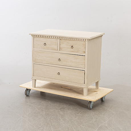 A late gustavians style chest of drawers.