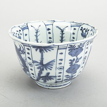 A blue and white bowl, Ming dynasty, Wanli (1572-1620).