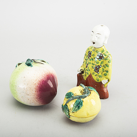 A set of three 19th century chinese porcelain figurines.