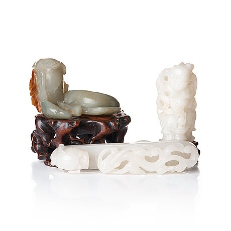 A sculptured nephrite belt buckle, figurine and brush washer, late qing dynasty.