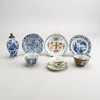 A set of three Chinese Kangxi/Kangxi-style and Qianlong cups, a saucers and a vase 18th/19th century porcelain.