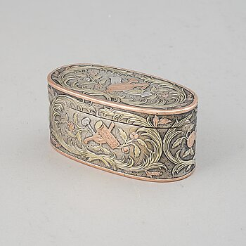 A French 18th century silver and two tone gold snuff-box, unidentified makers mark, Paris 1761.