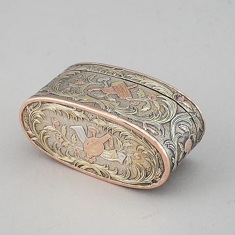 Snusdosa, silver och tvåfärgat guld, otydlig mästarstämpel, paris 1761.
