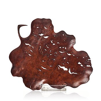 An elegant boxwood leaf shaped tray, 19th Century.