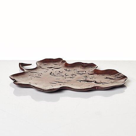 An elegant boxwood leaf shaped tray, 19th century.