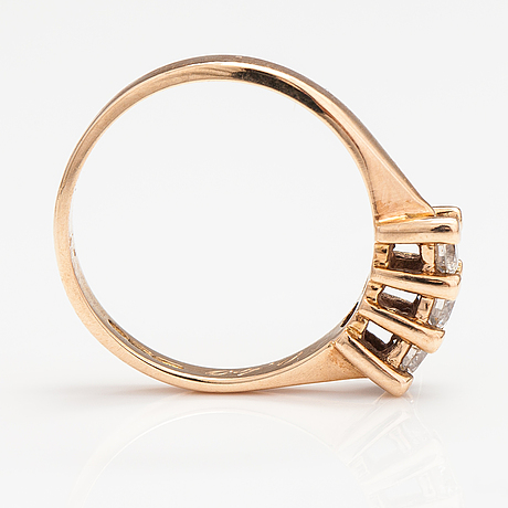 A 14k gold ring with diamonds ca. 0.40 ct in total according to engraving. finland 1984.