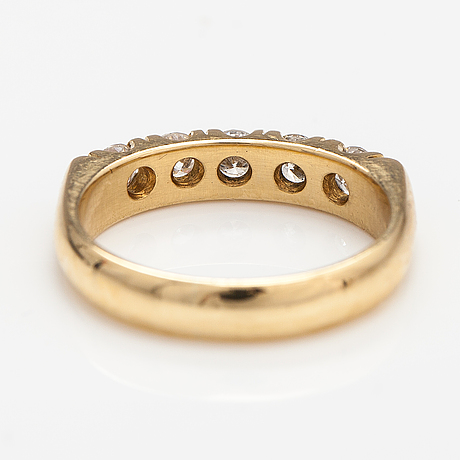 An 18k gold ring with diamonds ca. 0.50 ct in total. finland.