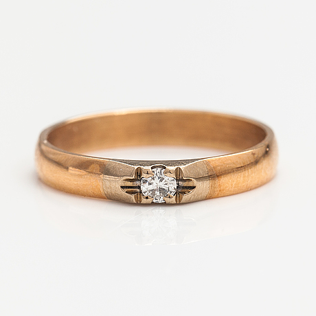 A 14k gold ring with a ca. 0.10 ct diamond. finland 1993.