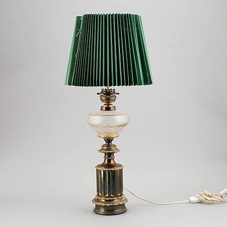A circa 1900 paraffin lamp / table lamp.