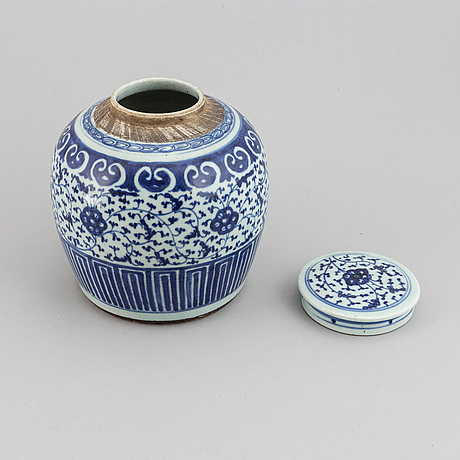 A blue and white butter tureen and a jar, qing dynasty, qianlong and 19th century.