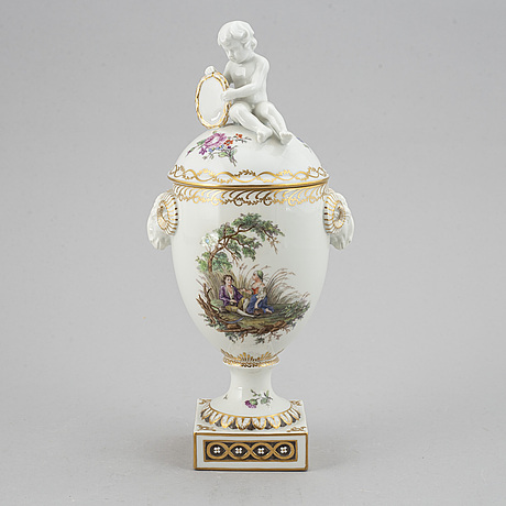 A royal copenhagen vase with cover, beginning of 20th century.