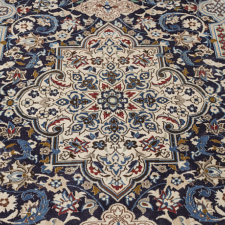 A carpet, nain, part silk, ca 258,5 x 165 cm.
