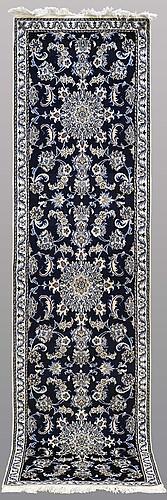 Gallerimatta, nain, ca 298 x 90 cm.