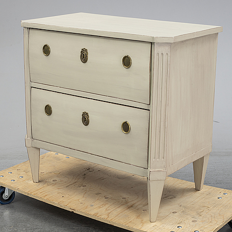 A painted early 19th century chest of two drawers.