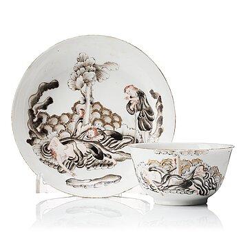 811. Kopp med fat, kompaniporslin. Qingdynastin, Qianlong (1736-95).