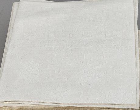 1+1 linen table cloths, 22+9 linen napkins.