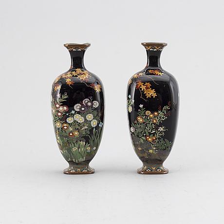 A pair of japanese enamel on copper vases, meiji (1868-1912).