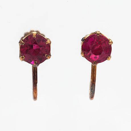 A pair of 14k gold earrings with synthetic rubies. westerback, helsinki 1949.