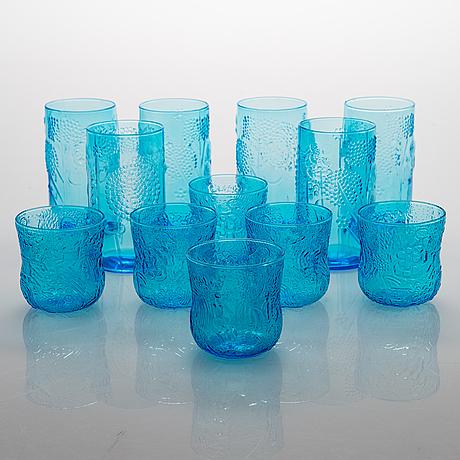 """Oiva toikka, a 12-piece 'flora' and """"fauna"""" glassware for nuutajärvi notsjö, finland."""