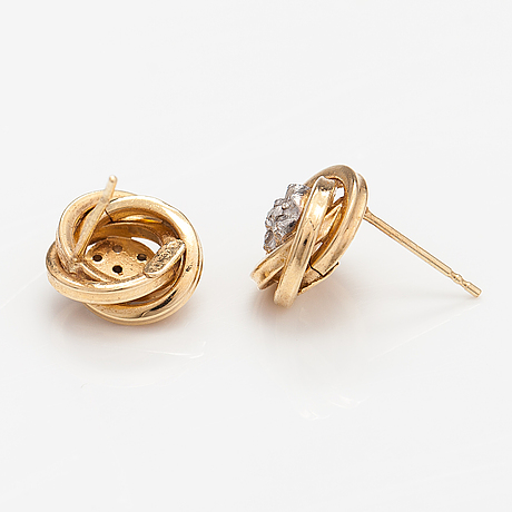 A pair of 14k gold earrings with diamonds ca. 0.07 ct in total.