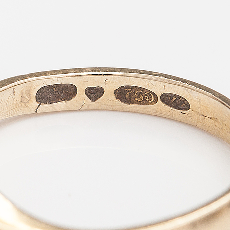 An 18k gold ring with diamonds ca. 0.12 ct in total. finland 1974.