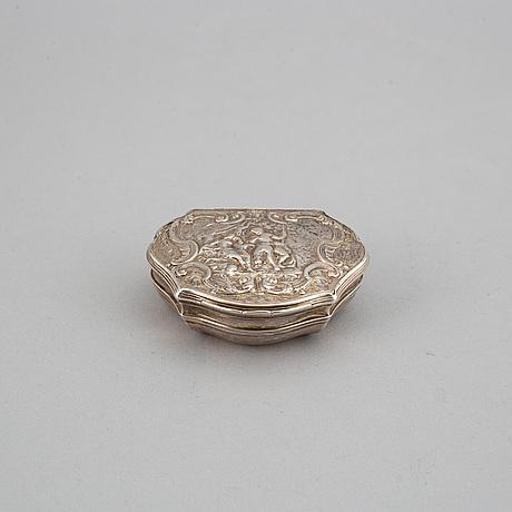 An english silver snuff box, 18th century.
