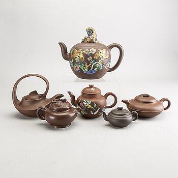 TEKANNOR 6 st Kina 1900-tal delvis glaserat lergods.