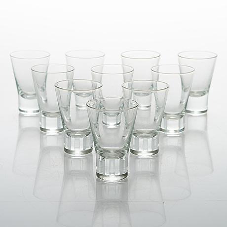 """GÖran hongell, a glass table ware set of 16 pcs for iittala, model """"aarne"""", designed in 1949."""