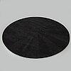 A rug, tufted, diamater ca 190 cm.