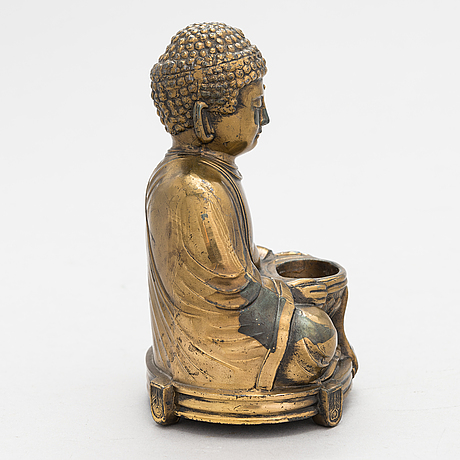 A late 20th-century chinese figurine.