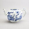 A blue and white tea pot, qing dynasty, 18th century.