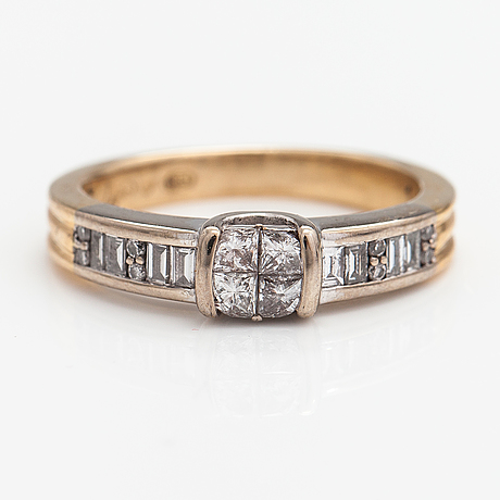 A 14k gold ring with diamonds ca. 0.40 ct in total. kultakeskus.