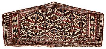 289. Azmalyk, antik Yomoud, ca 40,5-57.5 x 123-127,5 cm.