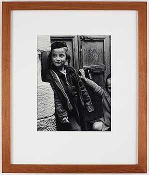 Julia Pirotte, photograph signed and stamped on verso.
