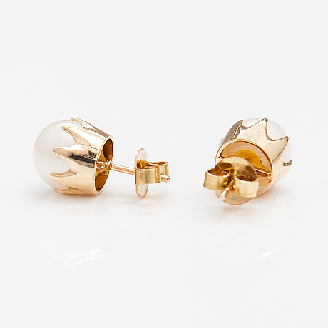 A pair of 14k gold earrings with cultured pearls.
