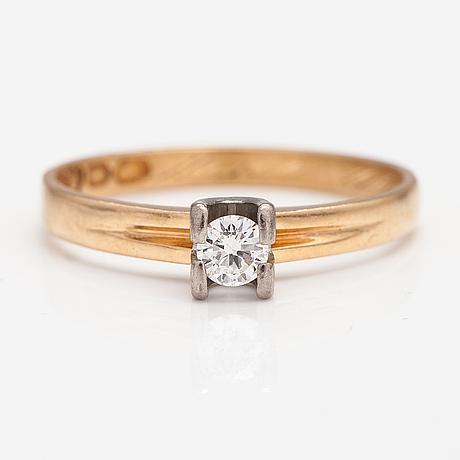 An 18k gold ring with a diamonds ca. 0.22 ct. pentti anttila, helsinki 1968.