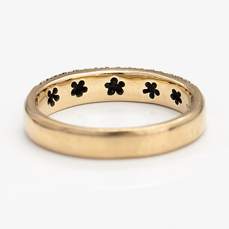 A 14k gold ring with diamonds ca. 0.50 ct in total according to engraving.