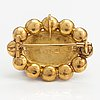 Rintaneula/riipus, 18k kultaa. johan edvard fagerroos, helsinki 1862.