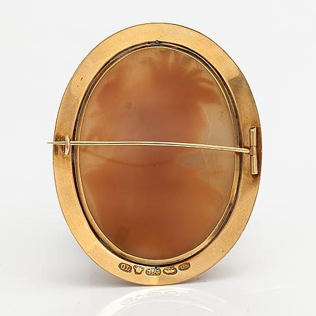 An 18k gold and cameo brooch. oskar lindroos, helsinki 1916.