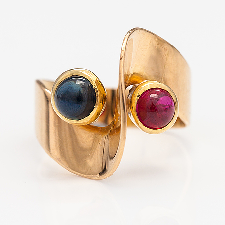 An 18k gold ring with a sapphire and a ruby. helsinki 1958.