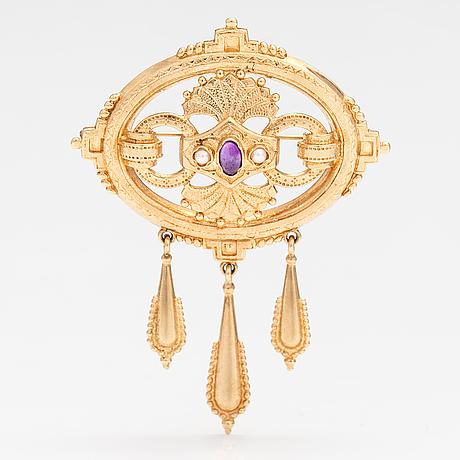 Kalevala koru, a 14k gold brooch/pendant with cultured pearls and an amethyst. helsinki 1997.