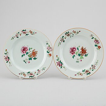 A pair of Famille Rose dishes, Qing dynasty, Qianlong (1735-95).