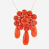 18k yellow gold coral pendant.