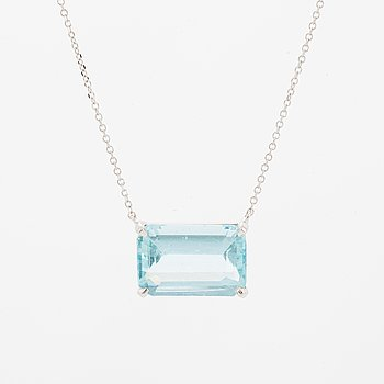 Emerald-cut aquamarine necklace.
