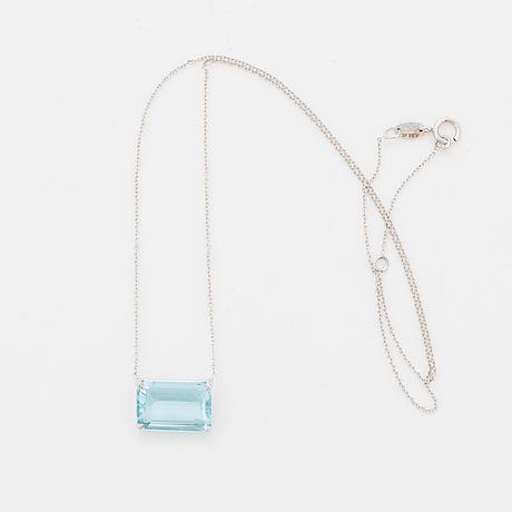 Emerald-cut aquamarine necklace.