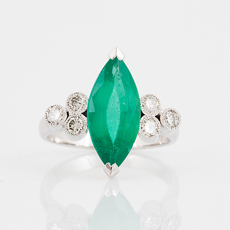 2,45 ct marquise emerald and diamond ring, with report gcs.