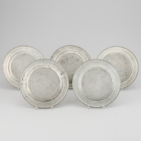 Five 18th century pewter plates.