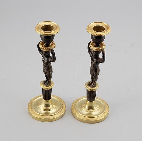 Ljusstakar, ett par, förgylld och patinerad brons, senempire, 1800-talets mitt.